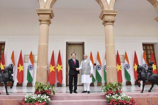 Modi, VietPrez, Handshakes
